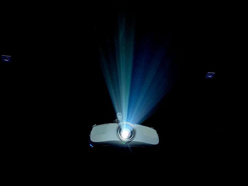 خرید دیتا پروژکتور کلاسی (آموزشی) خوب با روشنایی بالا