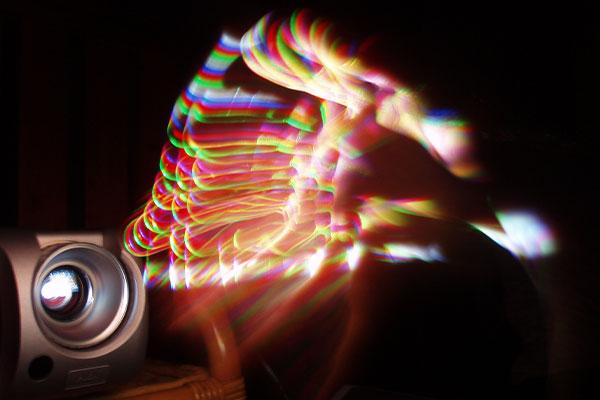 اثر رنگین کمانی یکی از اصلی ترین تفاوت ویدئو پروژکتور 3LCD و DLP