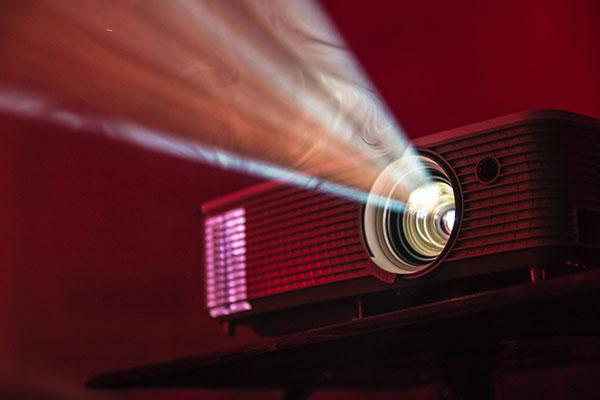 توجه به انسی لومن برای انتخاب ویدئو پروزکتور
