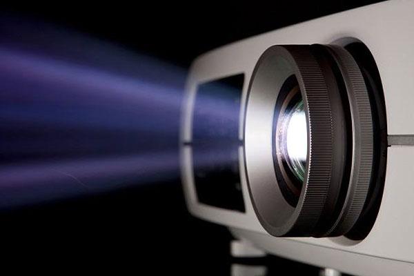 میزان نور خروجی از تفاوت ویدئو پروژکتور 3LCD و DLP