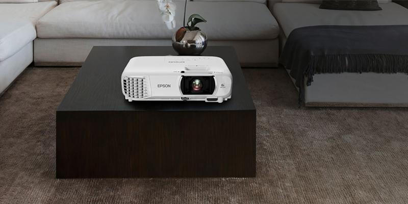 صفحه نمایشی بزرگ با ویدئو پروژکتور Epson EH-TW740