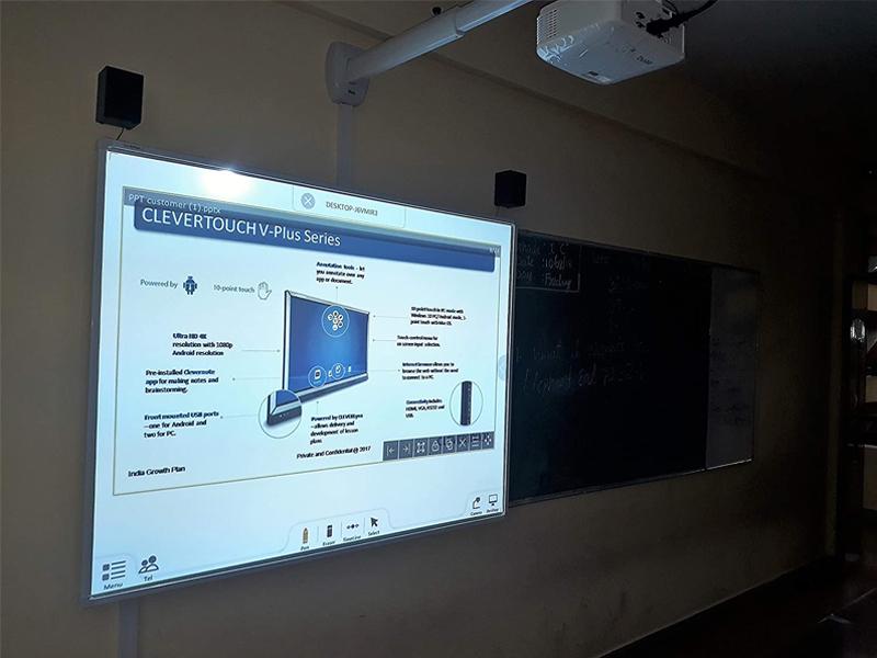 تفاوت بین تخته سفید تعاملی Interactive Whiteboard و برد هوشمند پروژکتور Smartboard