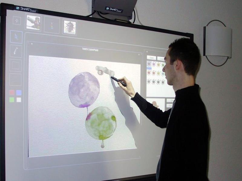 برد هوشمند و نمایشگر لمسی پروژکتور جایگزین متدهای تدریس قدیمی!
