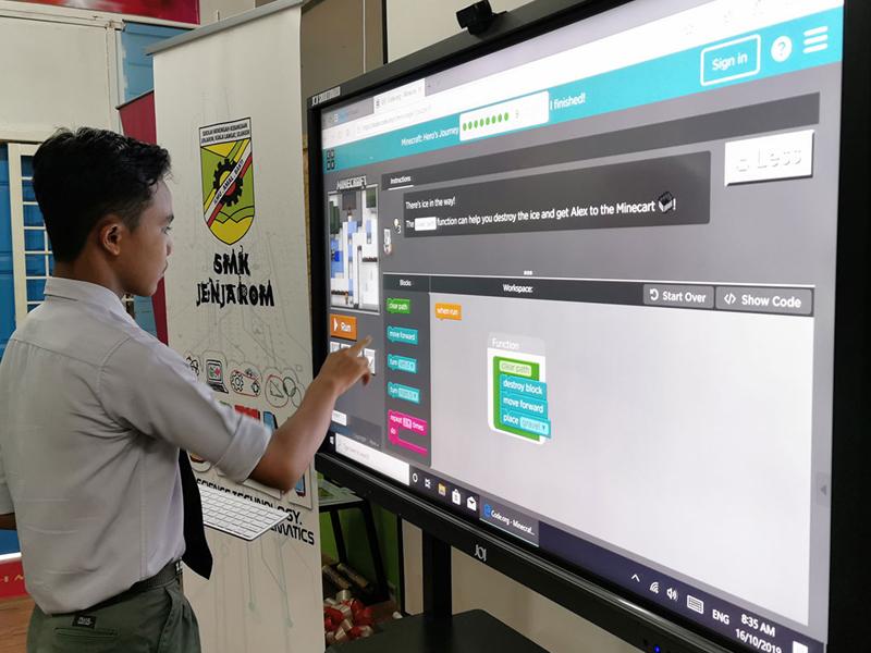 برد هوشمند و نمایشگر لمسی: انتخابی مناسب برای محیط کار