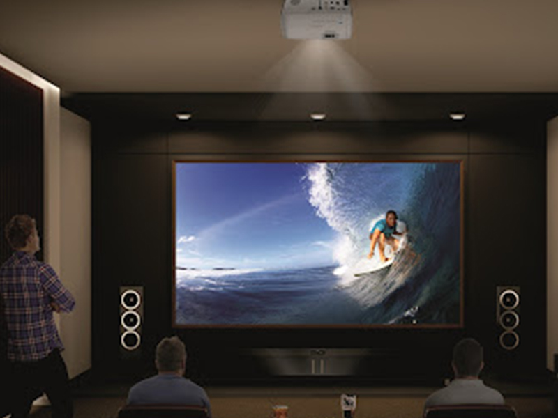 نمایی از پرده نمایش پروژکتور با قابلیت پخش HD